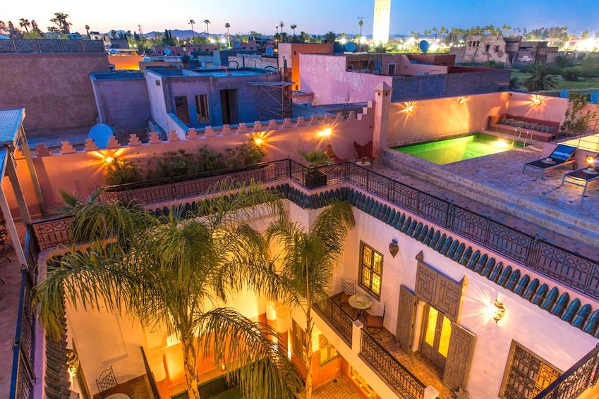 Which riad to choose according to the number of travellers and in which district of Marrakech?